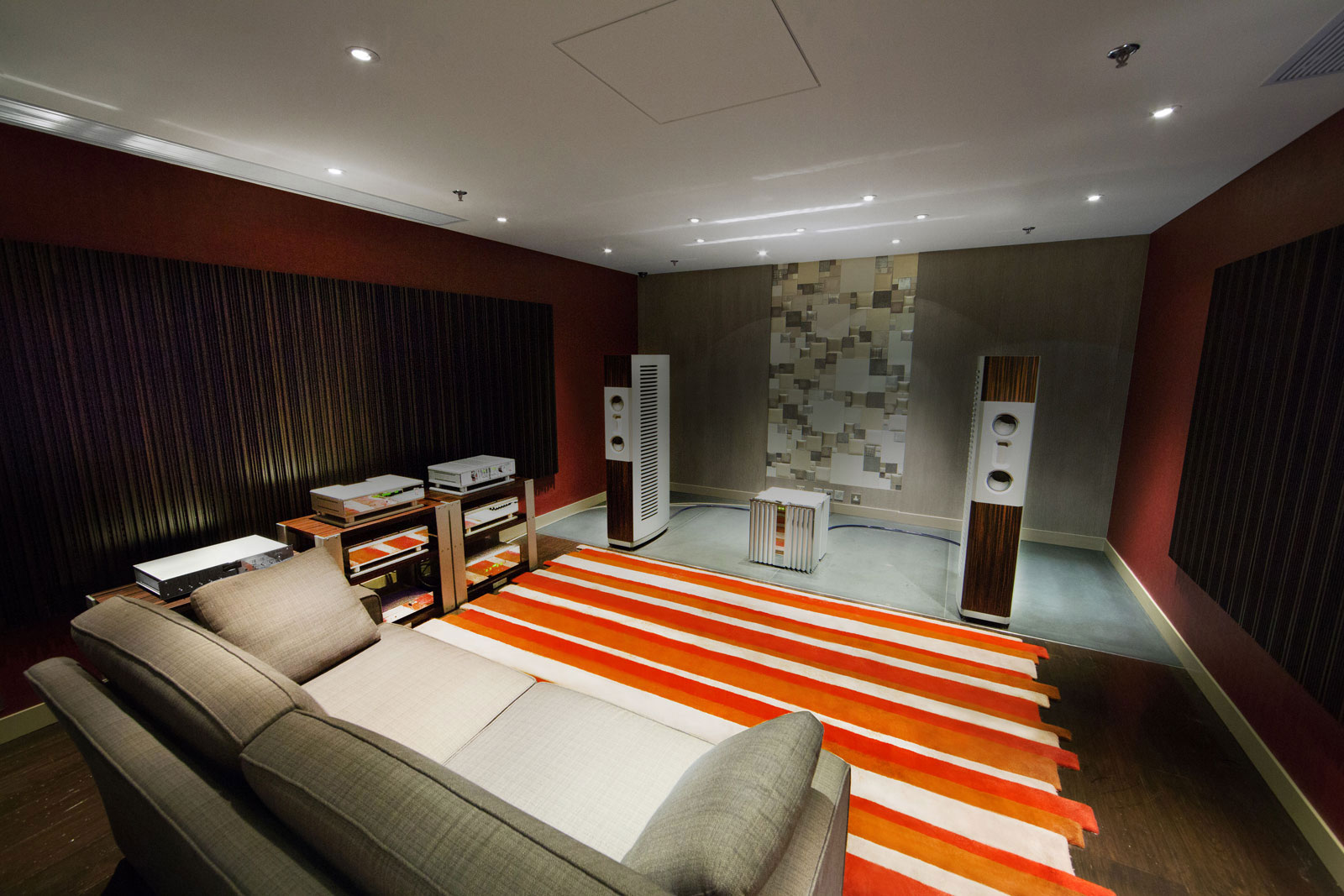 Each of our demo rooms is designed a little differently, and when it comes to serious two-channel listening, most audiophiles would pay a little more attention to sonic details on top of prepossessing decors.